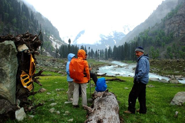 aru valley kashmir kolahoi glacier trekking