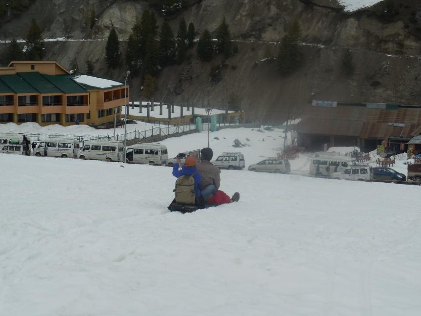 kashmir snow  skiing