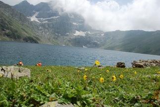 kashmir tarsar lake meadows